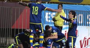 Everton celebrando 7