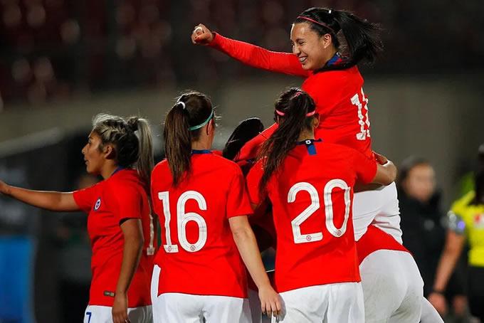 Selección Chilena Femenina Celebrando