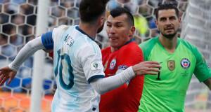 Gary Medel vs Lionel Messi